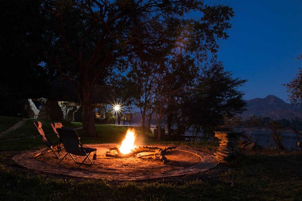 zambezi-kingfisher-lodge-campfire